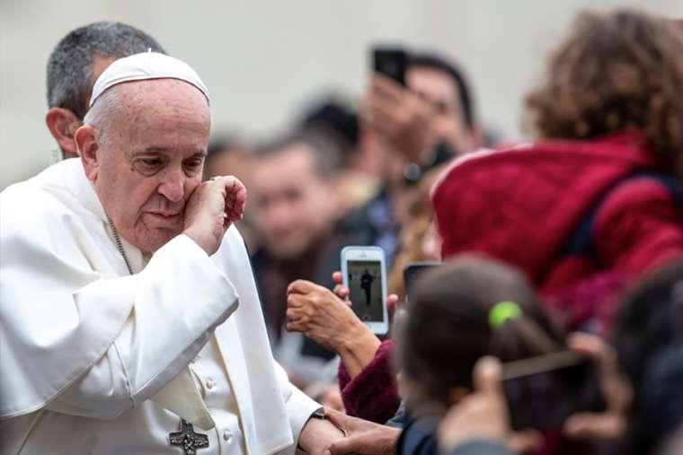 Ferenc pápát elkezdte elhagyni az ereje: közelegnek a végidők?