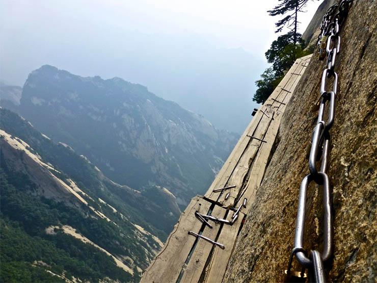 huanshan-veszelyes-hegyoldali-utja