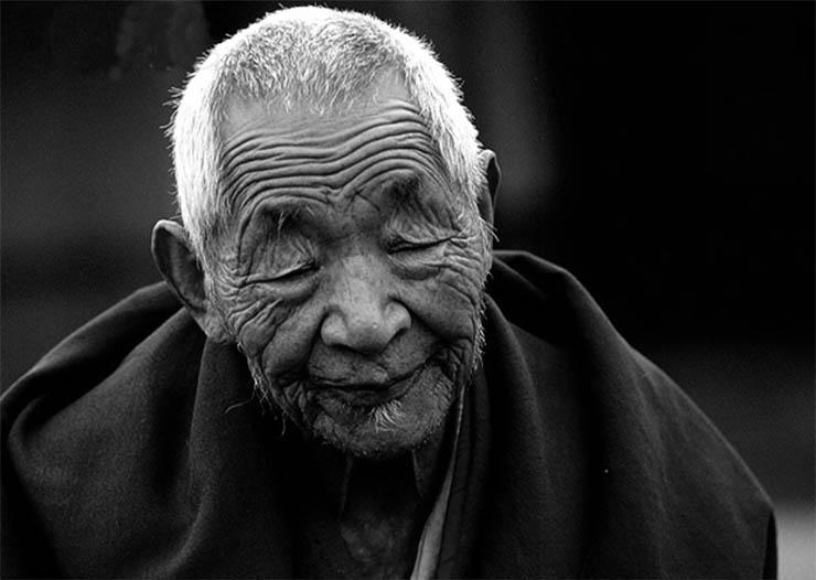 oreg-tibeti-szerzetes