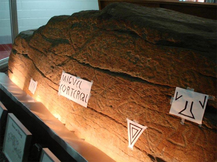 dighton-szikla-muzeumban