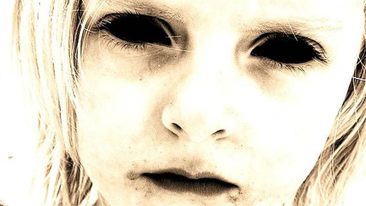 fekete-szemu-gyermekek-2