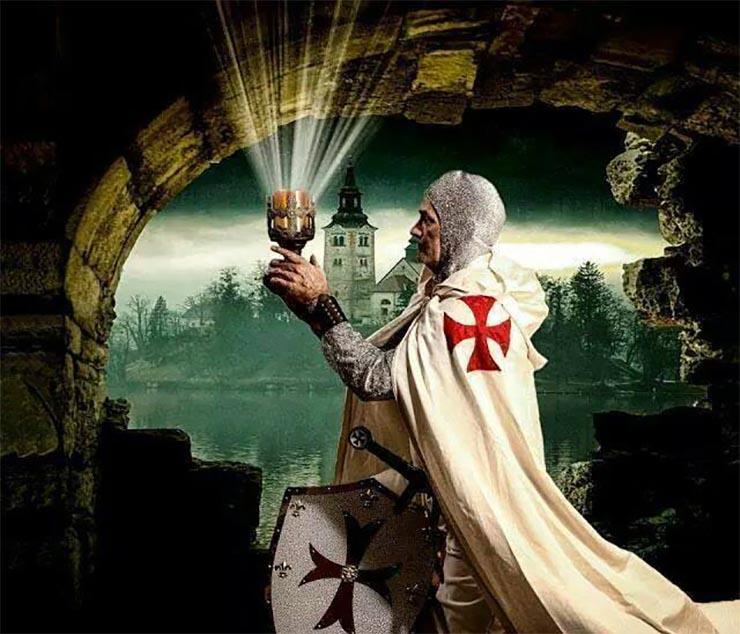 szent-gralt-orzo-keresztes-lovag