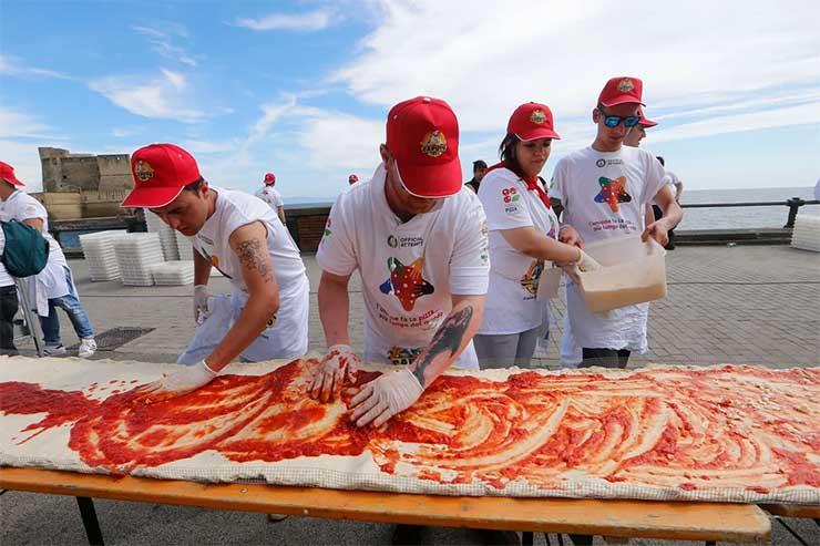 a-vilag-leghosszabb-pizzaja-naples-2