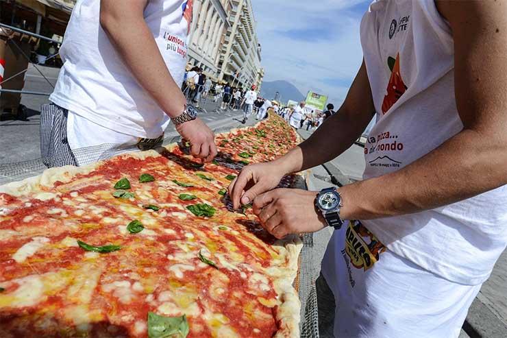 a-vilag-leghosszabb-pizzaja-naples