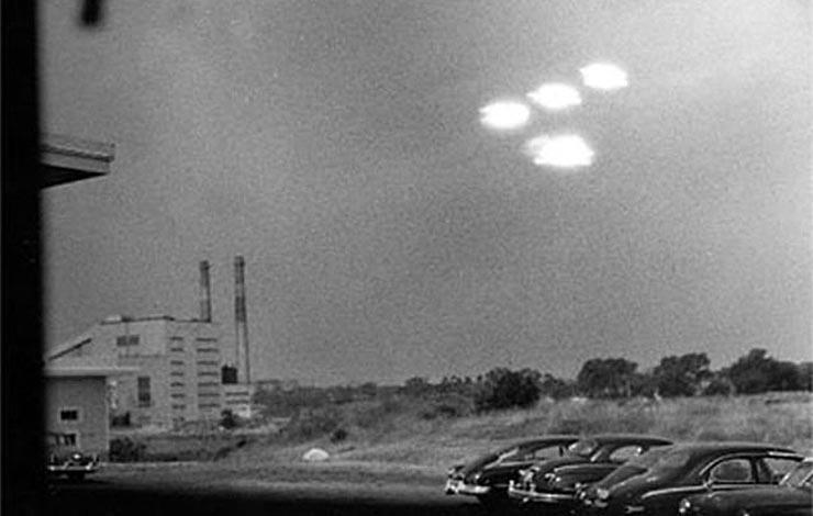 fenylo-ufok-az-atomreaktor-felett